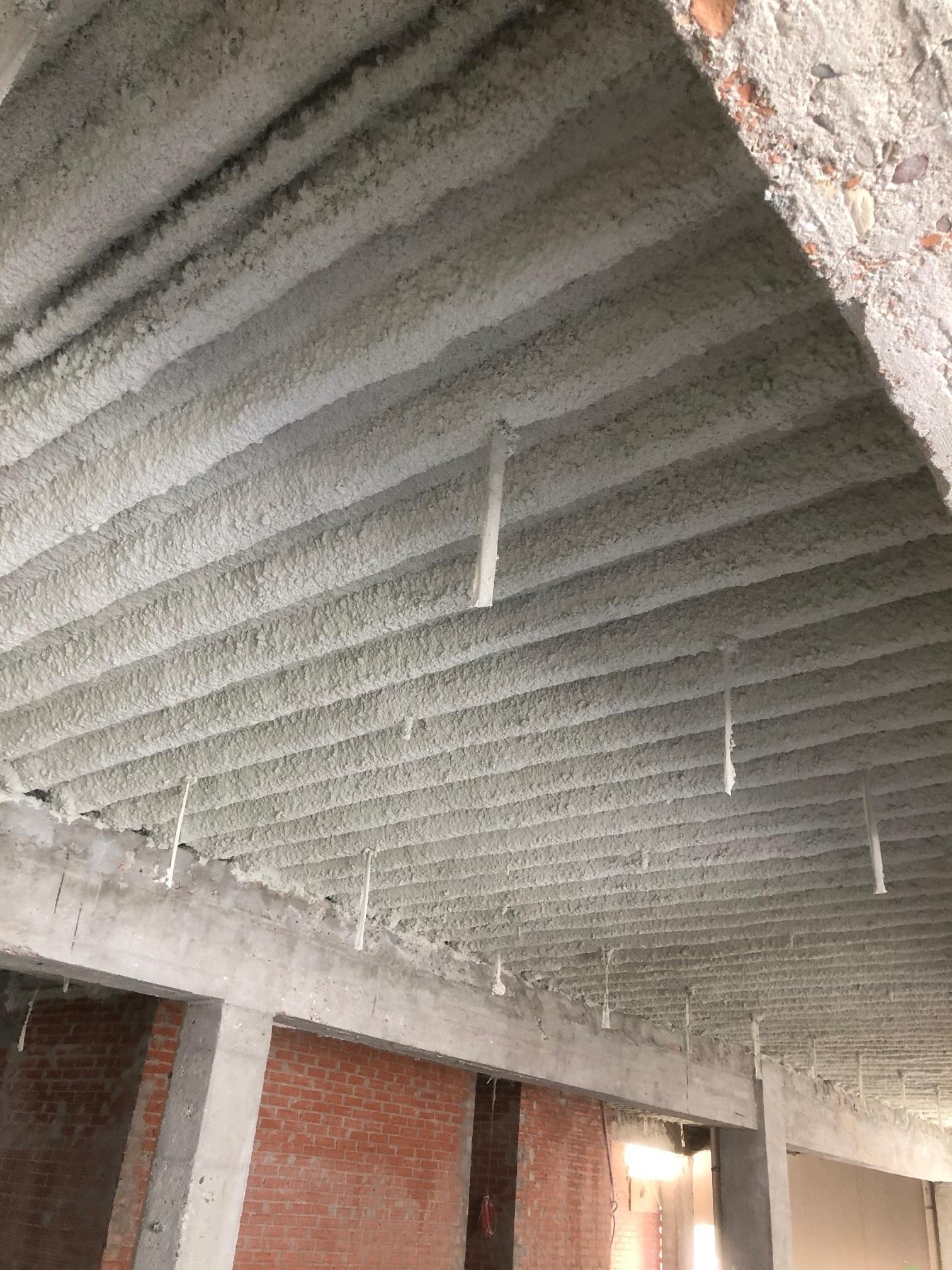 Aplicación de falsos techos independientes