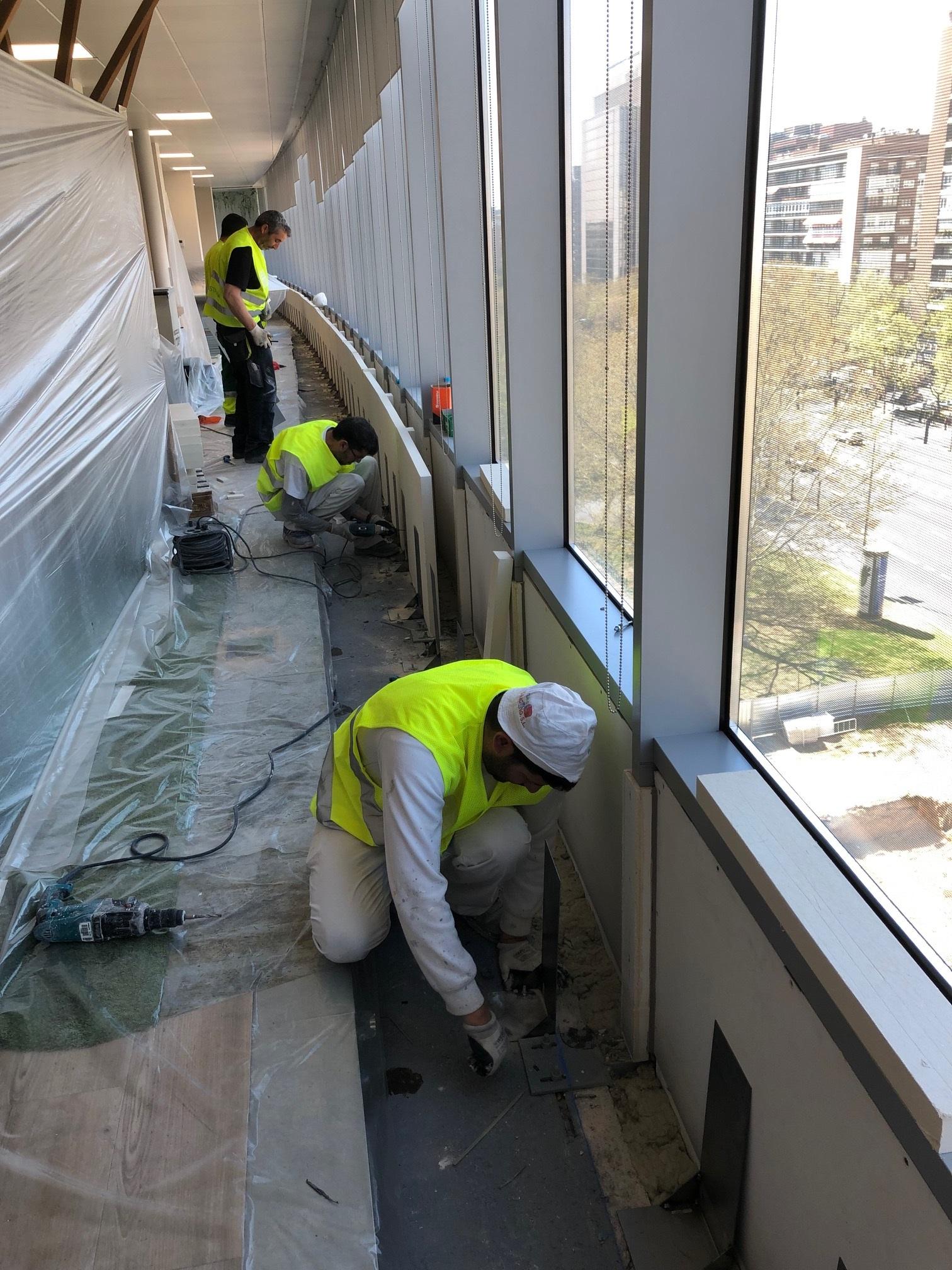 Sectorización vertical encuentro de forjado con muro cortina Castellana 200